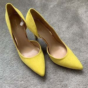 Never worn - Yellow suede Pumps